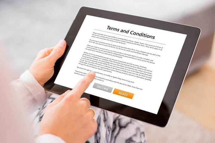 In welke mate is de consument gebonden door online verkoopsvoorwaarden?
